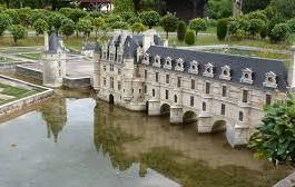 Parc des minis Châteaux (à 77kms)