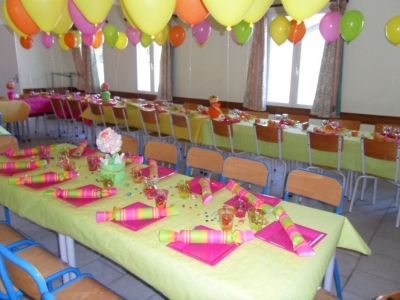 Decoration de table anniversaire 40 ans femme decorating - Table a faire soi meme ...