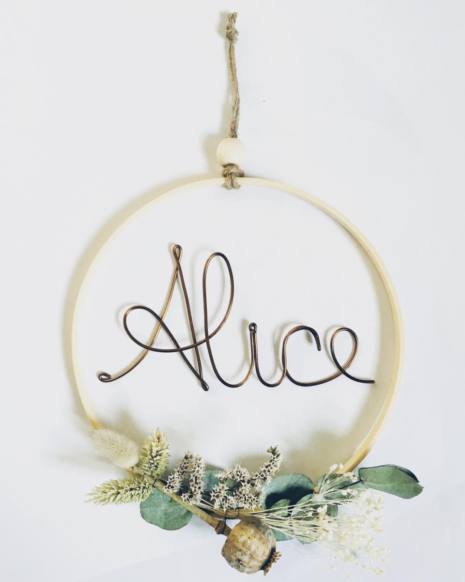 couronne prenom fil alu personnalisee fleurs sechees o 20 cm