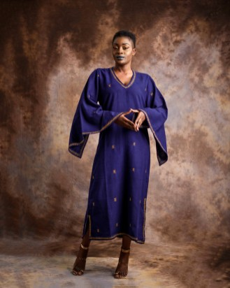 Boubou-brodé-a-la-main---hand-embroidered-Dress-in-hand-weave-cotton-by-Mable-Agbodan-3