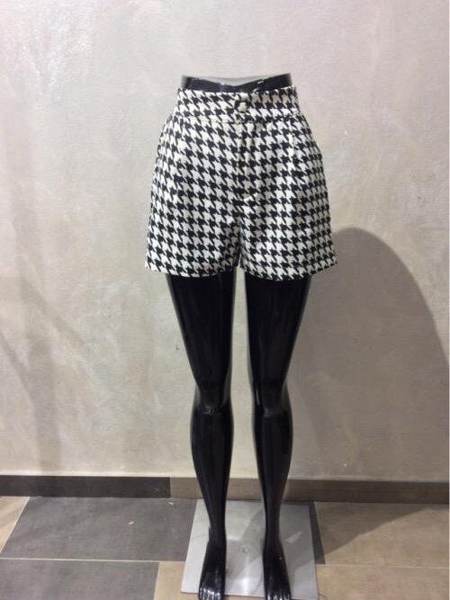 מכנסיים קצרים משובצים