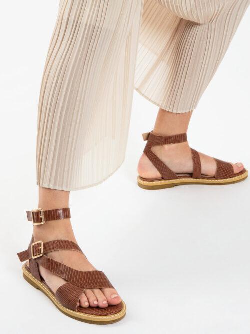 סנדלי עם רצועות – חומות