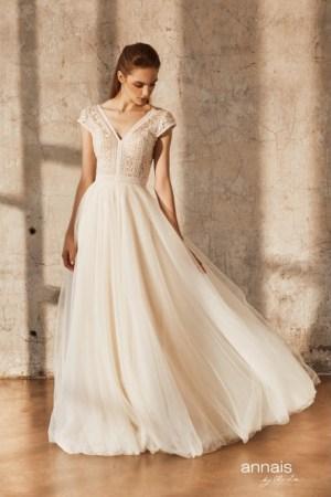 robe de mariée bohème / chjampêtre, tendance 2021 bustier en crochet et jupe en tulle.