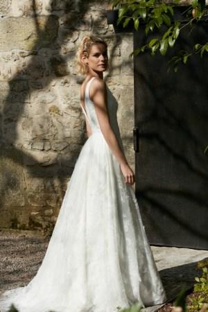 robe de mariée style champêtre tulle brodé, créée en France, modèle ronde de nuit création Bochet