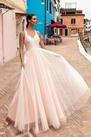 robe de mariée en tulle et dentelle perlée - decolleté en v