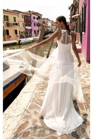 robe de mariée en mousseline avec drapé et volant dos en transparence avec dentelle, fermeture avec boutons