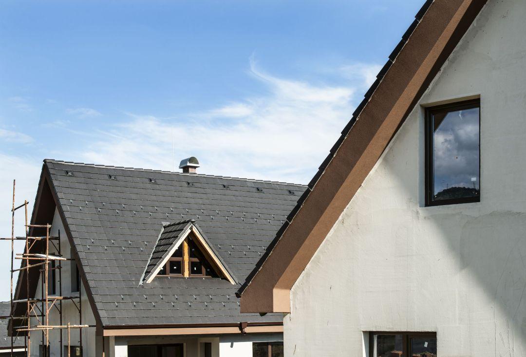 laying-roof-tiles-3Z45TDS-BHI