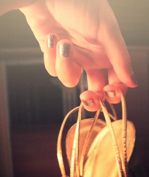 sandales dorees vintage Robe à volants nude