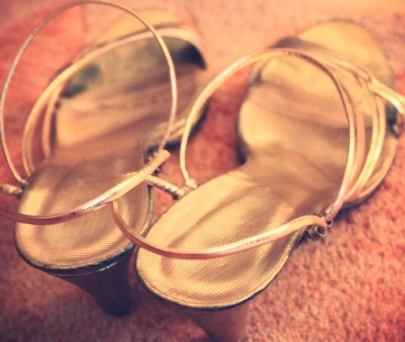 sandales or
