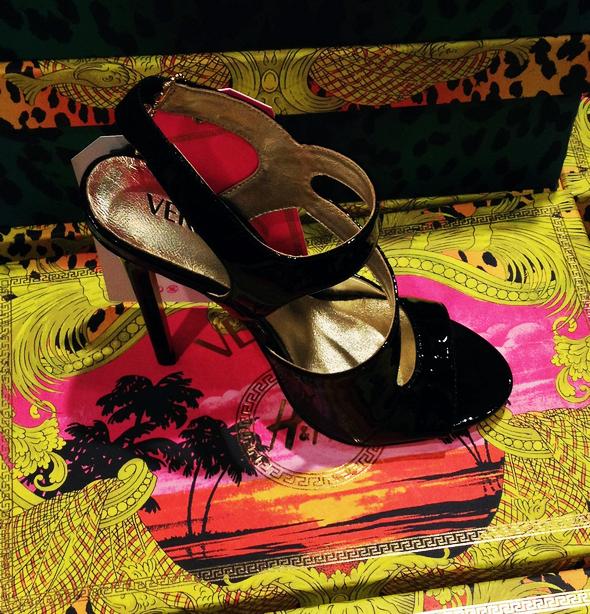 escarpins noirs versace for h&m