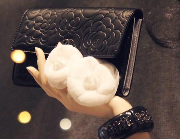 Chanel accessoire camellias cuir