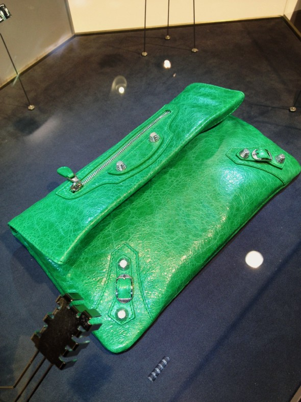 pochette balenciaga vert prairie