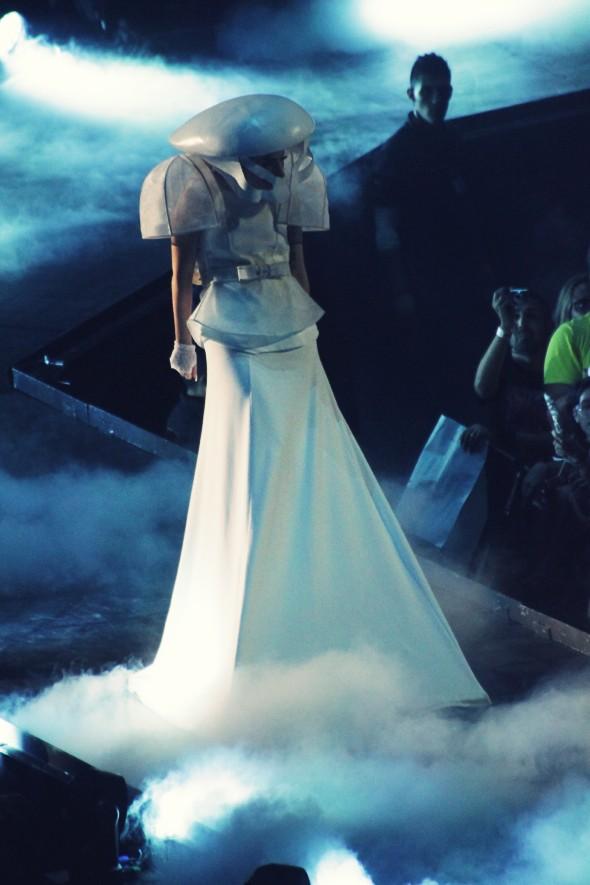 robe blanche mariee lady gaga