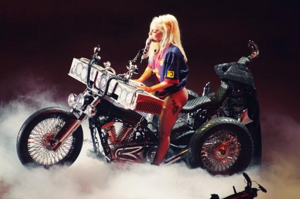 lady gaga moto piano