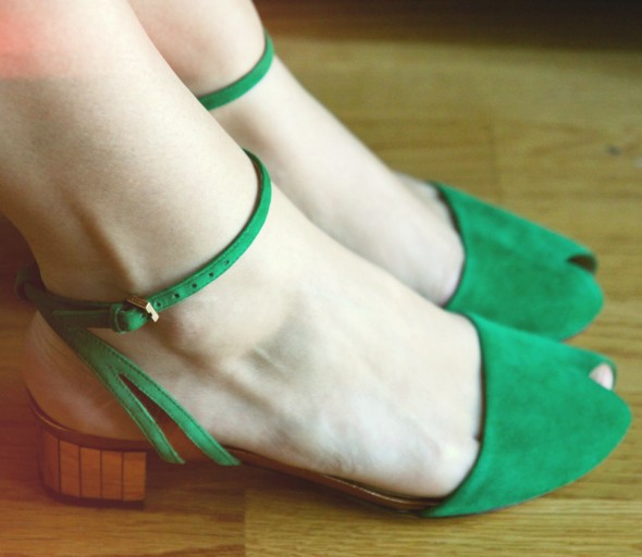 sandales vertes et dorees