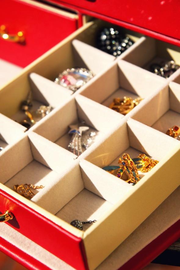 jewel box boite à bijoux vivienne westwood agatha colliers necklaces_effected
