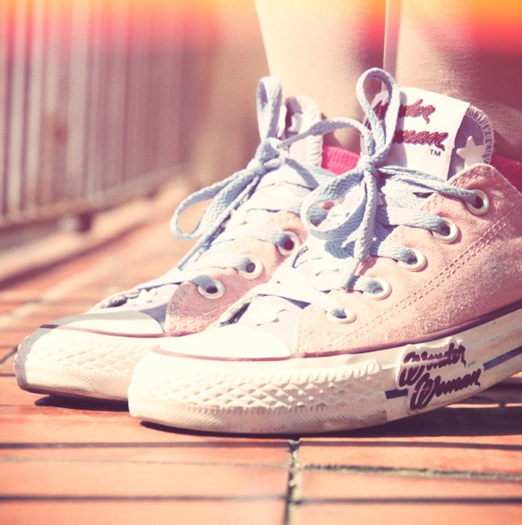-converse wonder woman ox low shoes sneakers_effected