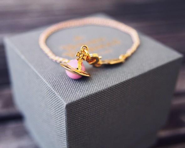 nouveautés de mon dressing bracelet vivienne westwood orb pink rose