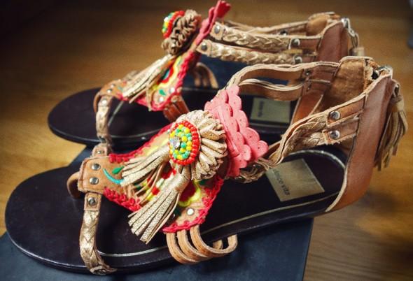 sandales dolce vita pompons