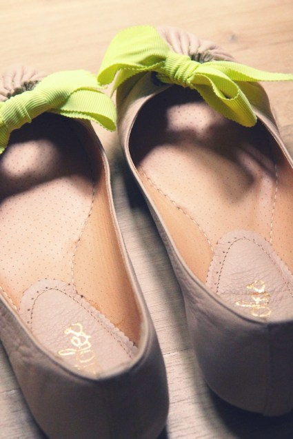 ballerines_ballerinas_flats_maloles_zoe_noeud_bow_neon_yellow_jaune_nude_leather_piel_cuir_shoes_chaussures_COTE_effected-001