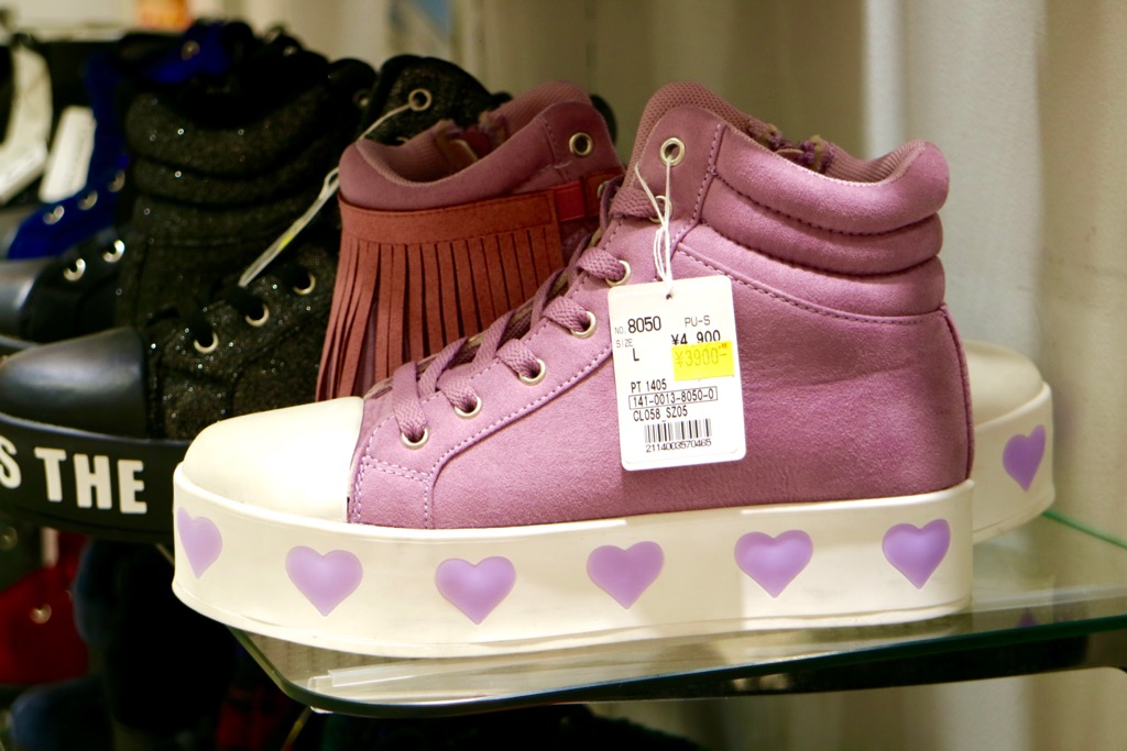 Chaussures sneakers compensees roses Shibuya 109 Tokyo