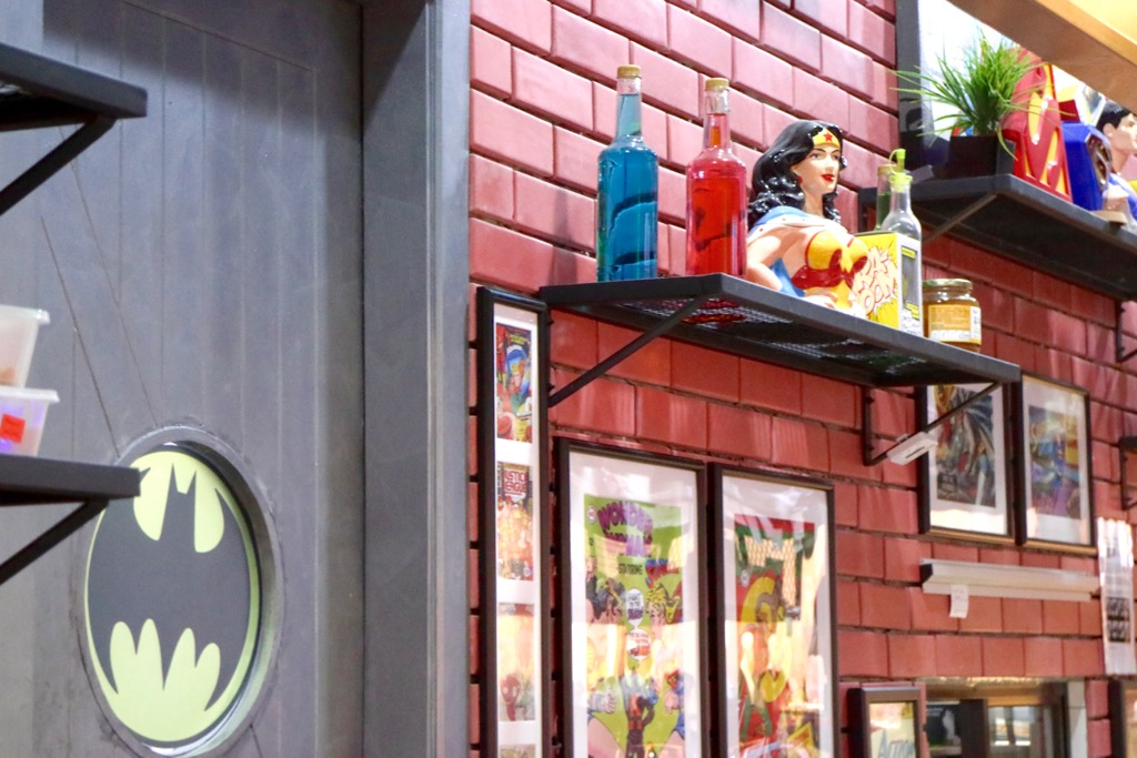 DC Comics Super Heroes Cafe