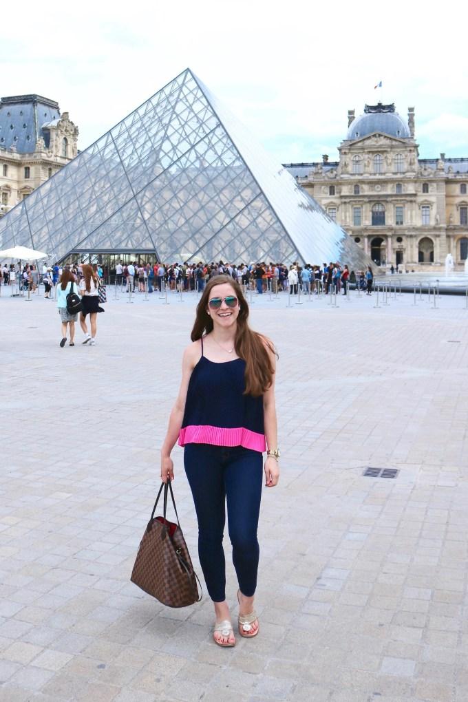 Louvre Paris Outfit | www.bowtifullife.com 2