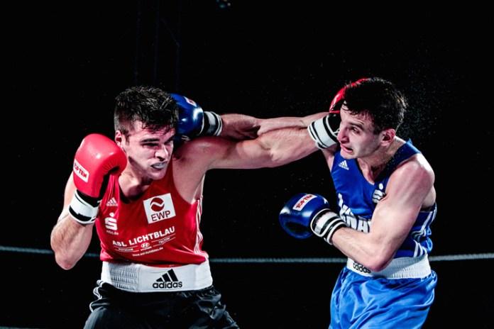 Halbschwergewicht - Ibragim Bazuev (blaue Dress) / Foto: Christoph Keil