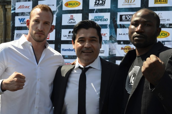 Mario Daser, Erol Ceylan und Ola Afolabi / Foto: EC Boxing