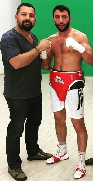 Der türkische WBC International Champion Avni Yilderim, hier mit seinem Manager Ahmet Öner, wird im ersten Kampf des WBSS Turniers auf den IBO-Weltmeister Chris Eubank jr treffen