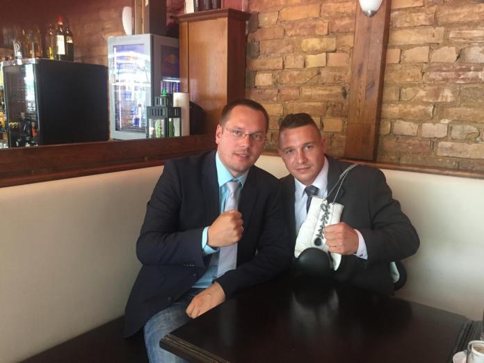 Manager Dennis Lindner mit Nick Hannig