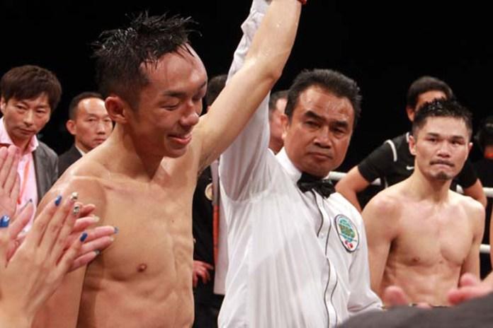 Nach der 7. Runde musste der Kampf wegen einer starken Schwellung über dem linken Auge von Rex Tso, die dieser sich aufgrund eines unbeabsichtigten Kopfstosses in der 2. Runde, zugezogen hatte, abgebrochen werden. Punktsieger durch technische Punktentscheidung Rex Tso.