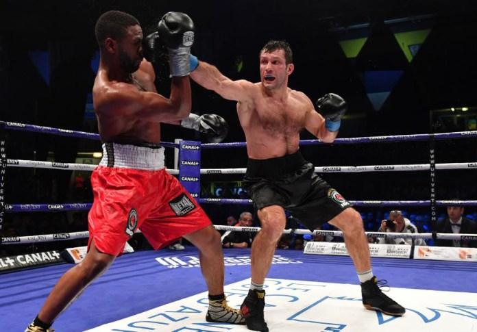 Gestern Nacht verteidigte der EC Boxing Champion Igor Mikhalkin seinen IBO WM-Titel in Cannes/Frankreich gegen seinen Herausforderer Doudou Ngumbu aus Frankreich, durch einen einstimmigen Punktsieg über 12. Runden.
