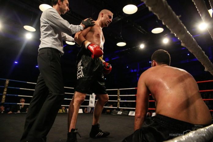 x-mas Boxing, Hamburg, 22.12.2017 Schwergewicht: Adrian Granat (SWE) - Irakli Gvenetadze (GEO) © Torsten Helmke