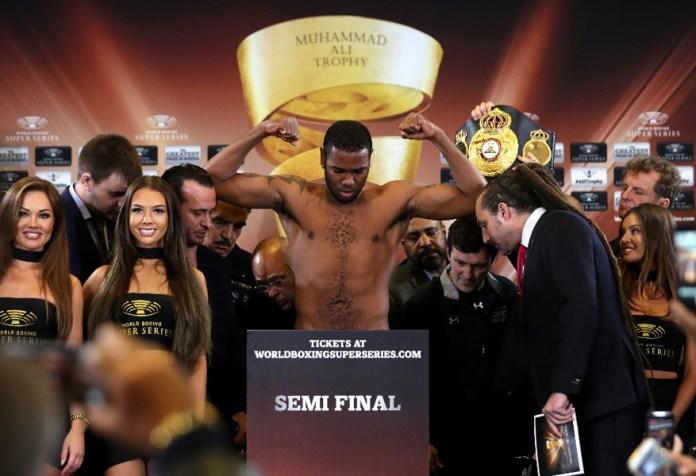 WBA-Weltmeister Yunier Dorticos wog mit 90,7 Kilo 400 Gramm mehr als sein russischer Gegner. Dorticos sagte einen KO-Sieg vor Beginn der 5. Runde voraus.