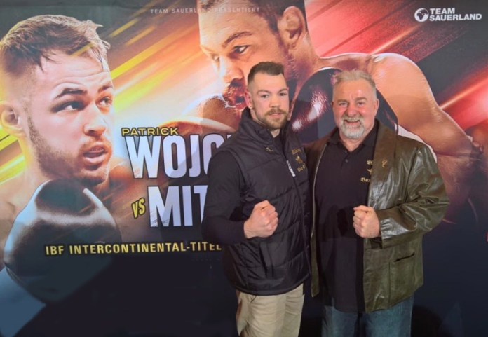 IBF Interconti-Champion Ronny Mittag und Wiking-Boss Winne Spiering (rechts).