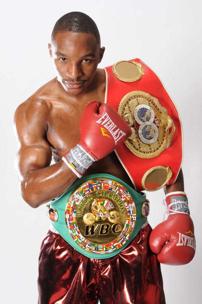 Jermain Taylor beendete die 10jährige Herrschaft und die 20 erfolgeichen Titelverteidigungen des damaligen Mittelgewichts-Champs Bernad Hopkins, indem er diesen sogar zweimal in Folge besiegte.
