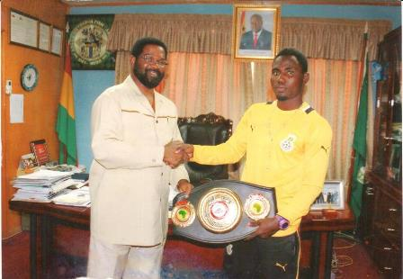 Rafael Mensah presents WBA Pan Africa belt to Mayor of  Accra 1