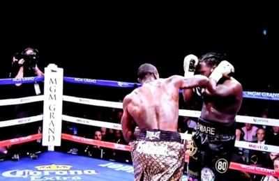 Wilder vs Stiverne - Deontay Wilder lands a heavy right on Bermane Stiverne