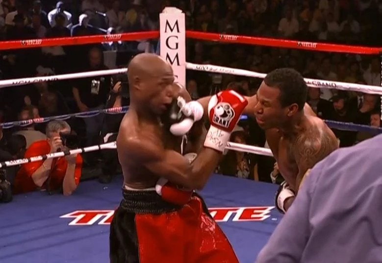 Video Shows Mayweather Hurt 5 Times In His Career
