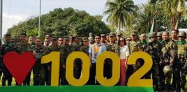 Manny Pacquiao Pictured With Filipino Army