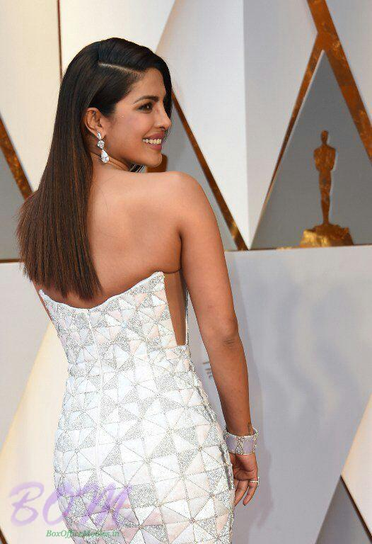 Priyanka Chopra back style in Oscar 2017