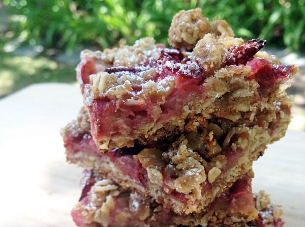 Strawberry rhubarb crumble bars