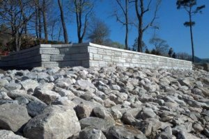 retaining wall with capstone finish