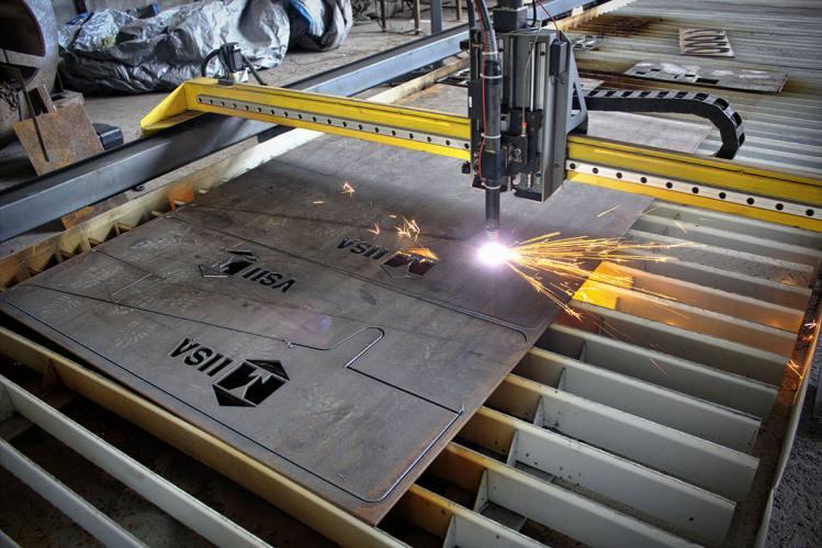 REMOLQUES Y CARROCERÍAS VIDA (DALTO) Fecha: 4 diciembre, 2013 Guadalupe, Nuevo León, México. Pantógrafo MARK4-HD (modelo descontinuado) con área de corte de 5×40 pies. Está equipado con una fuente de plasma modelo Cutmaster152 de la marca Thermal Dynamics.