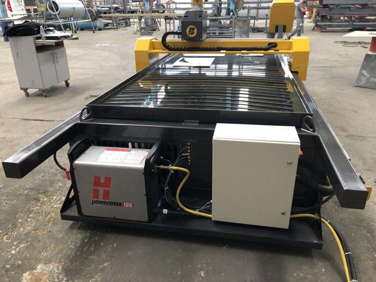 SOTO CARROCERÍAS Fecha: 19 junio, 2019 Torreón, Coahuila, México. Este cliente cuenta con un pantógrafo BOYSER ENTRY con área de corte de 4×10 pies. Está equipado con una fuente de plasma modelo Powermax105 de la marca Hypertherm.