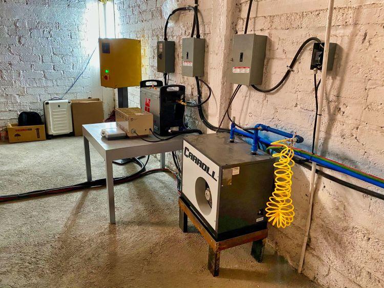 GRUPO BASAN BARBA SANTANA Fecha: 19 marzo, 2021 Guadalajara, Jalisco, México. Este cliente cuenta con un pantógrafo BOYSER HD con área de corte de 8×20 pies. Está equipado con una fuente de plasma modelo Powermax105 de la marca Hypertherm y un sistema de oxicorte BOYSER con control de altura automático.