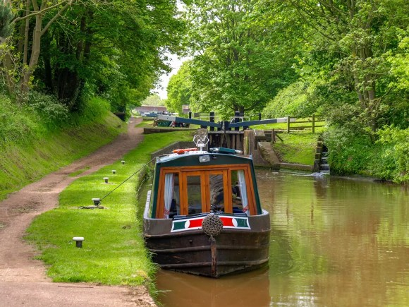 Shropshire Union Canal Nantwich RIverside Loop Walk Cheshire Natural Beauty by Thomas Marchhart Shutterstock