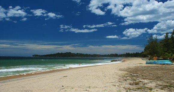 Arugam Bay Sri Lanka by Kondephy, Wikimedia Commons