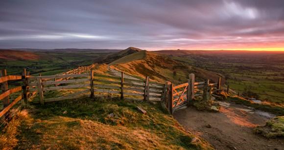 Mam Tor, Small Hills by Daniel Kay, Shutterstock